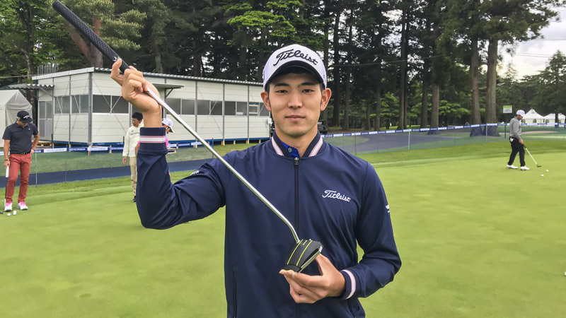 Keita Nakajima on the practice green with his Phantom X T8 with a Black Baby T grip.